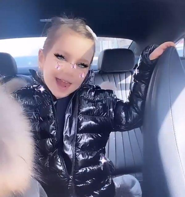 """Andrea Tonciu, criticată pentru fotografiile cu fiica ei: """"Machiajul crează dependență"""""""